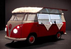 Modelle eines VW Bully T1 für Weihnachtsmärkte und Messen