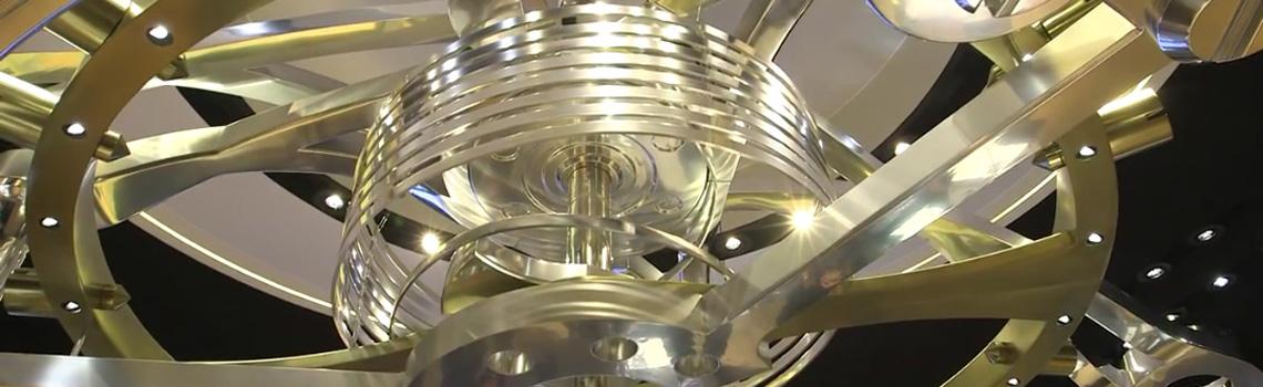 850-fach vergrößertes Detail eines Uhrwerks für einen Messestand